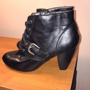 Jellypop Size 6.5 Black Ankle Boot
